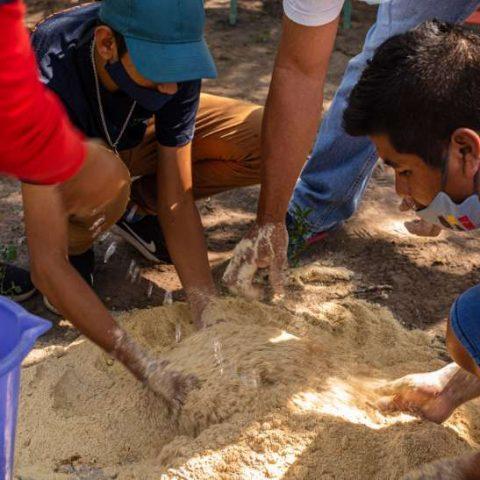 Taller de Elaboracion de Bioinsumo en la comunidad de Pitoos, Campo la China (32)